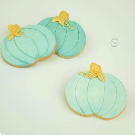 Pretty-chic-Cinderella-pumpkin-cookies