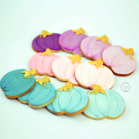 Pretty-pastel-and-gold-Ombra-pumpkin-biscuits