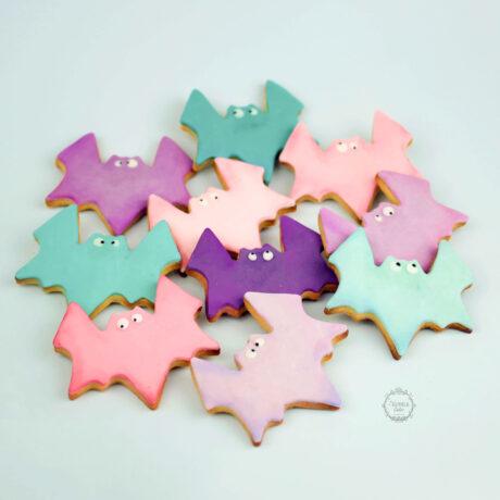 Pretty-pastel-coloured-bat-cookies
