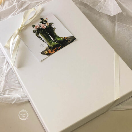 Biscuit-gift-box-by-Estrele-Cakes