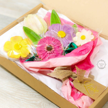 Gift-box-of-biscuit-flower-bouquet-for-mothering-sunday
