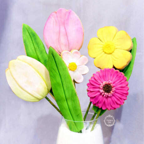 tulip,-daisy-and-gerbera-flower-biscuits-by-estrele-cakes